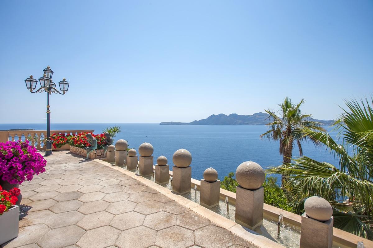 Luxury villa mallorca luxury villa mallorca by finest for Holiday villas mallorca